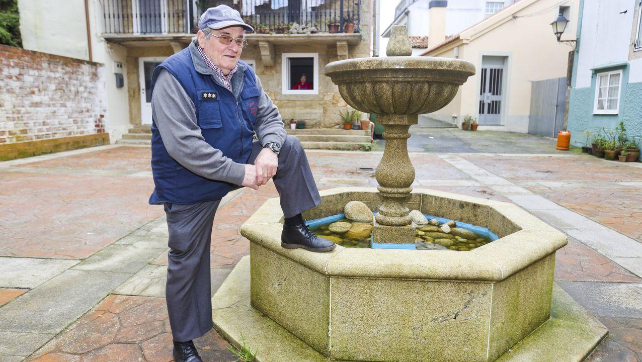 Manuel Penedo, ayer, al lado de su casa de Buño.