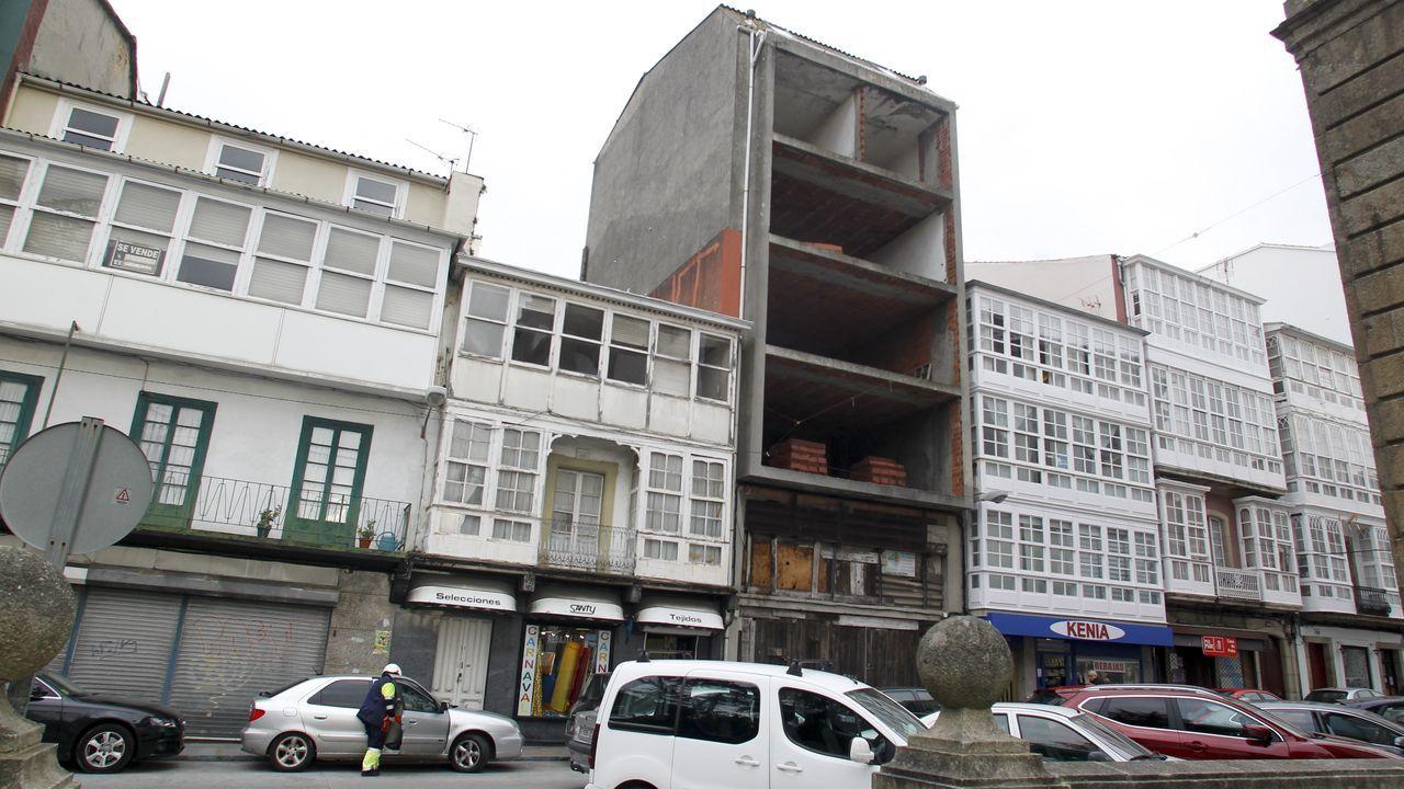 En el ferrolano barrio de A Magdalena hay varios edificios a medio construir desde hace años