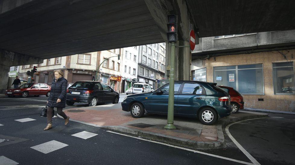 Cruce de la ronda de Nelle con la avenida Finisterra