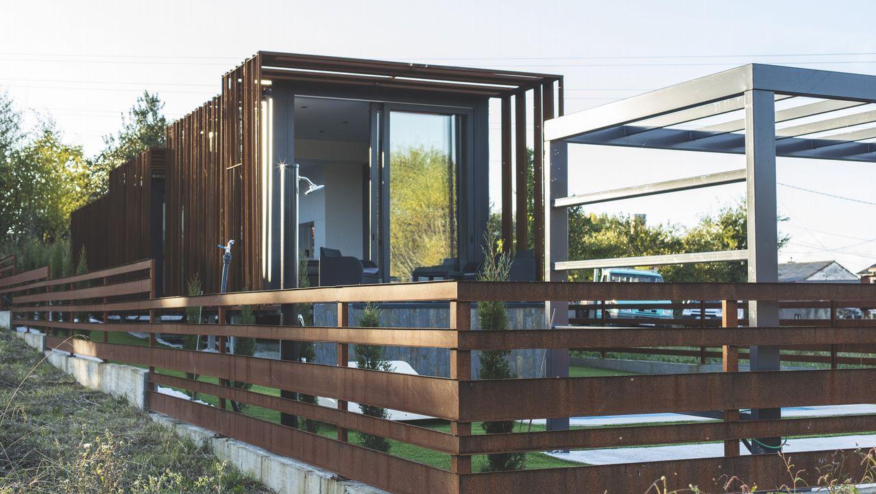 Los módulos de esta casa de Mugardos se contruyeron durante dos meses en los talleres de Prometal en As Pontes y el montaje se hizo en solo ocho horas.