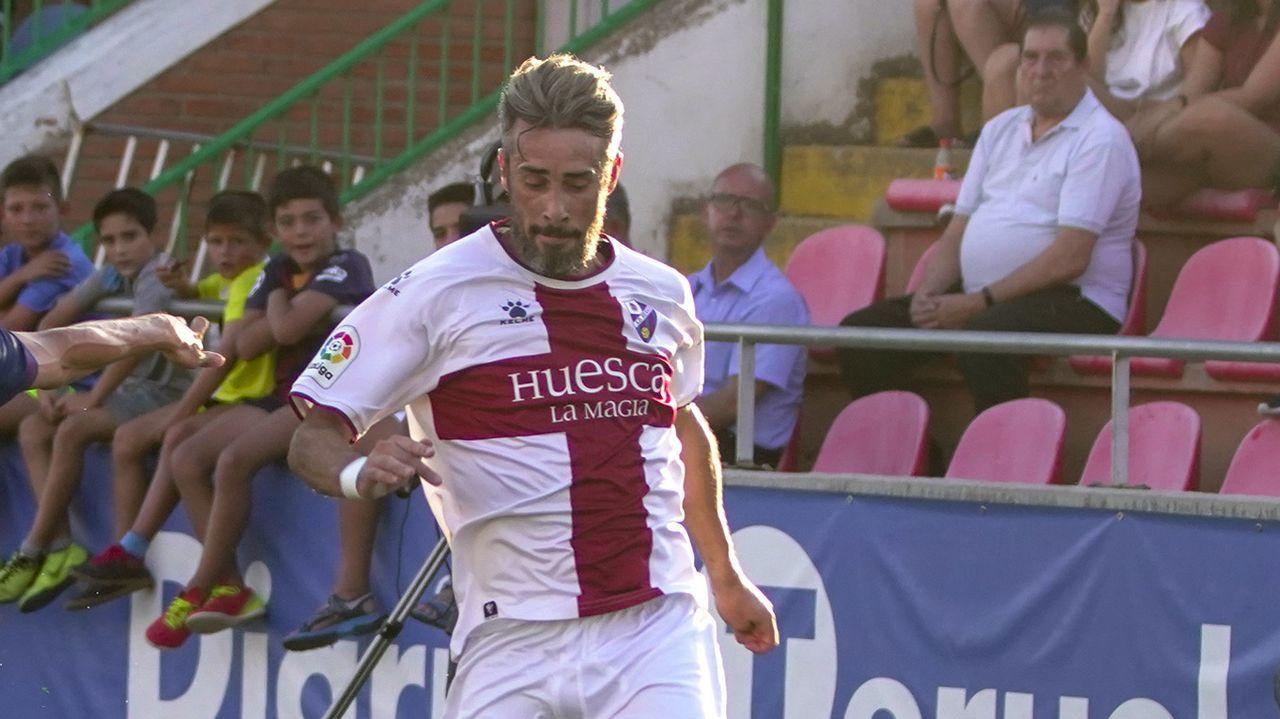 Javi Rozada Real Oviedo Vetusta Requexon.Nando disputa un balón ante el Sevilla Atlético