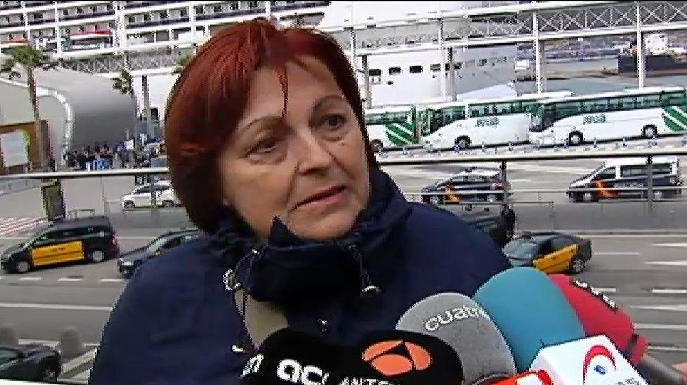 «Pensaba que nos iban a acribillar por la espalda», dice una superviviente del atentado de Túnez.Una de las heridas durante el atentado abandonando el hospital.
