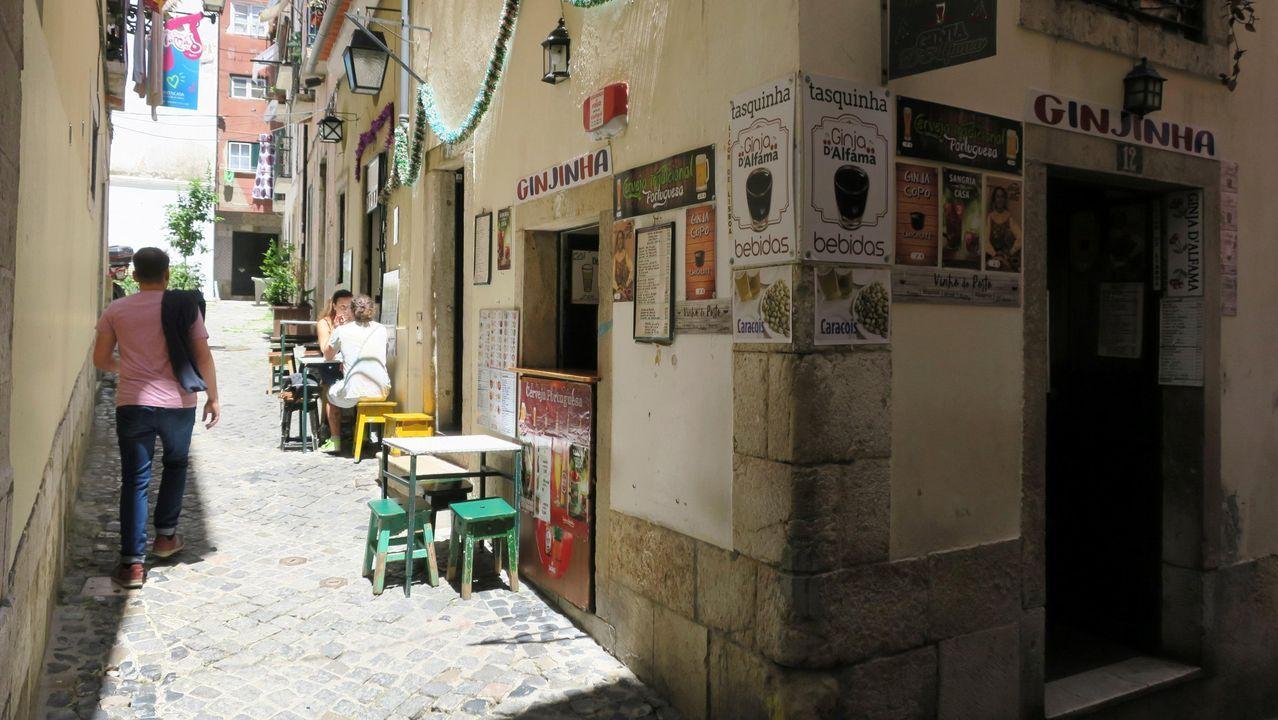 Quintuplicando la tasa de alcohol y al volante de un camión.Los locales de Lisboa, salvo los restaurantes, deberán cerrar a las ocho de la tarde