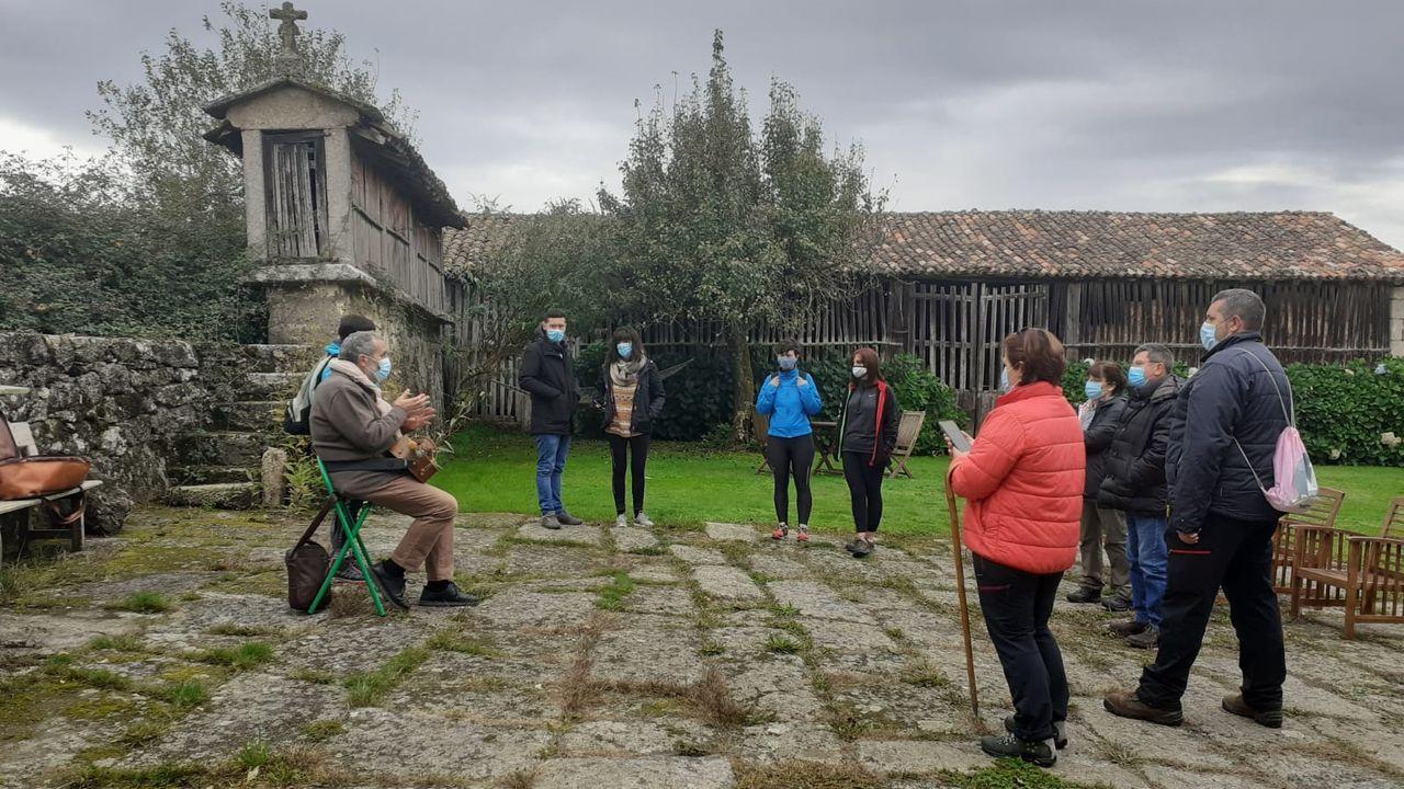Diez monumentos románicos de la Ribeira Sacra lucense.Participantes en una de las actividades que se llevaron a cabo el pasado fin de semana en el municipio de Taboada, con las que dio comienzo la actual edición del programa turístico «A Caída da Folla»
