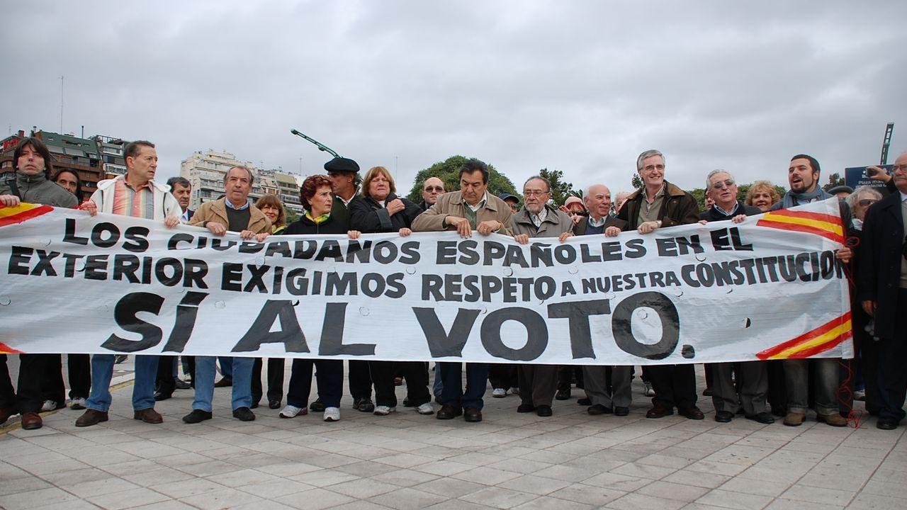 Manifestación en favor del voto de los emigrantes en Buenos Aires
