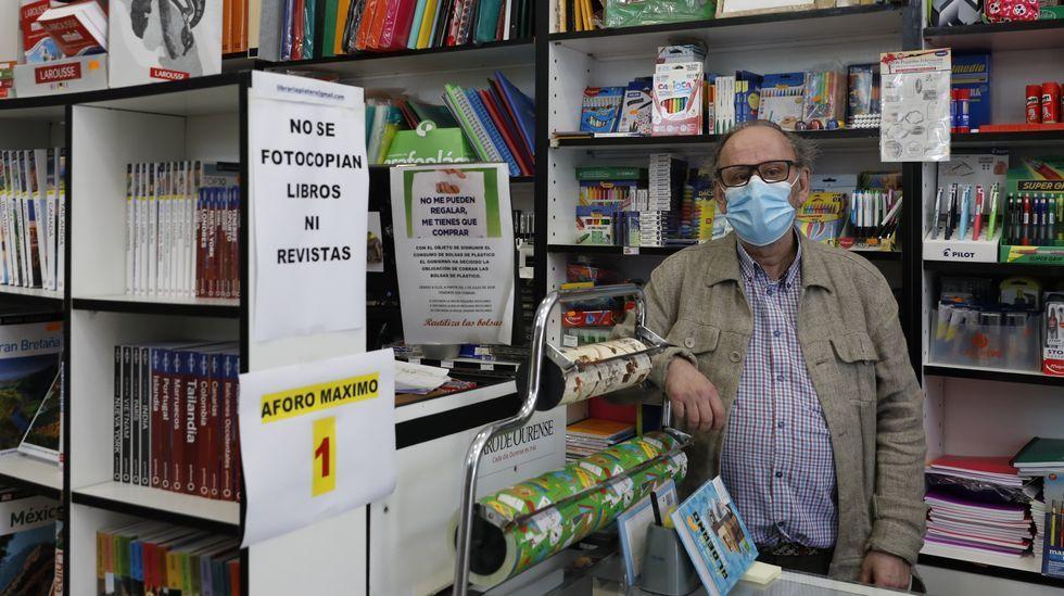 Emilio Virgos es el propietario de la Librería Platero