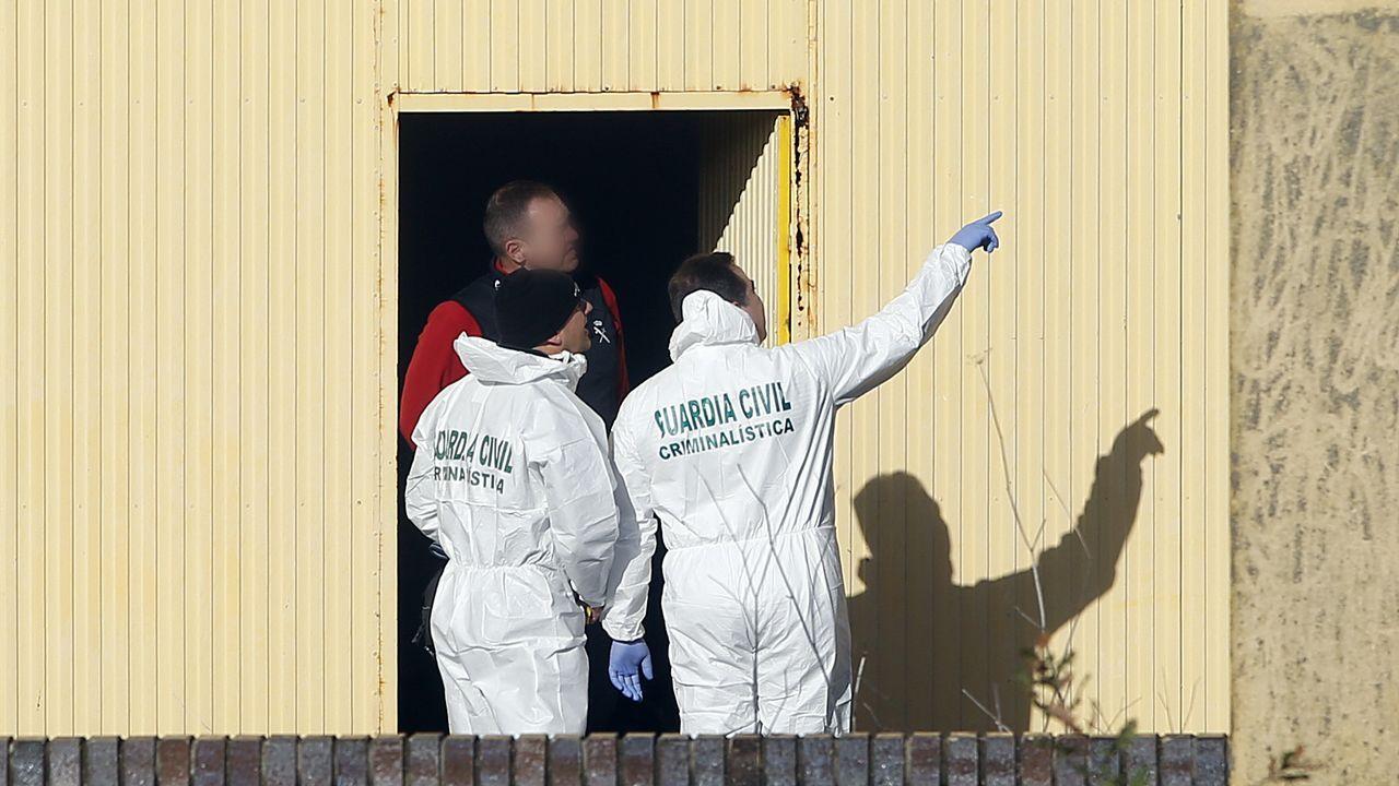 El inspector que llevó el caso Déborah duda de la implicación del Chicle.Registro de la nave donde fue hallado el cuerpo de Diana Quer