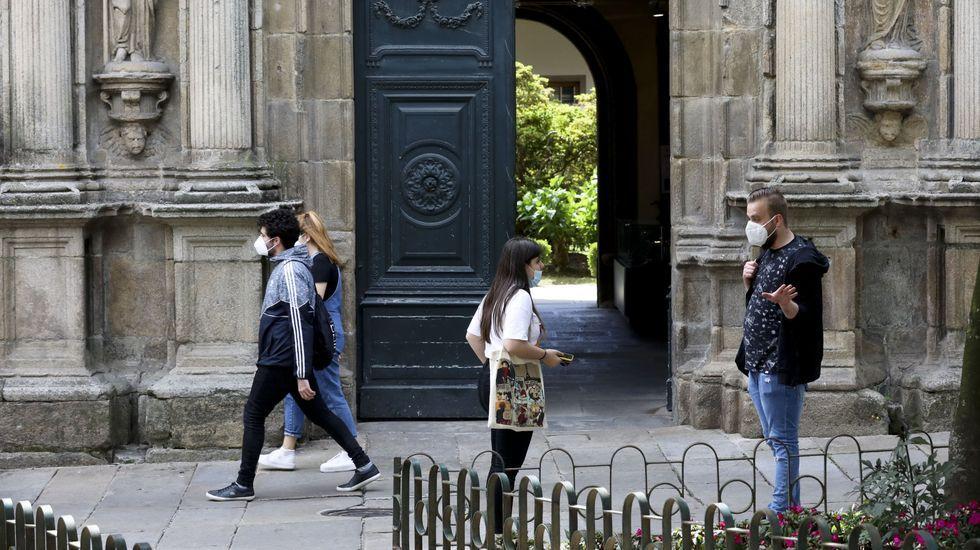 Imagen del pasado junio de la biblioteca general de la USC, adonde acudían los alumnos a buscar libros; no se podía estudiar en ella