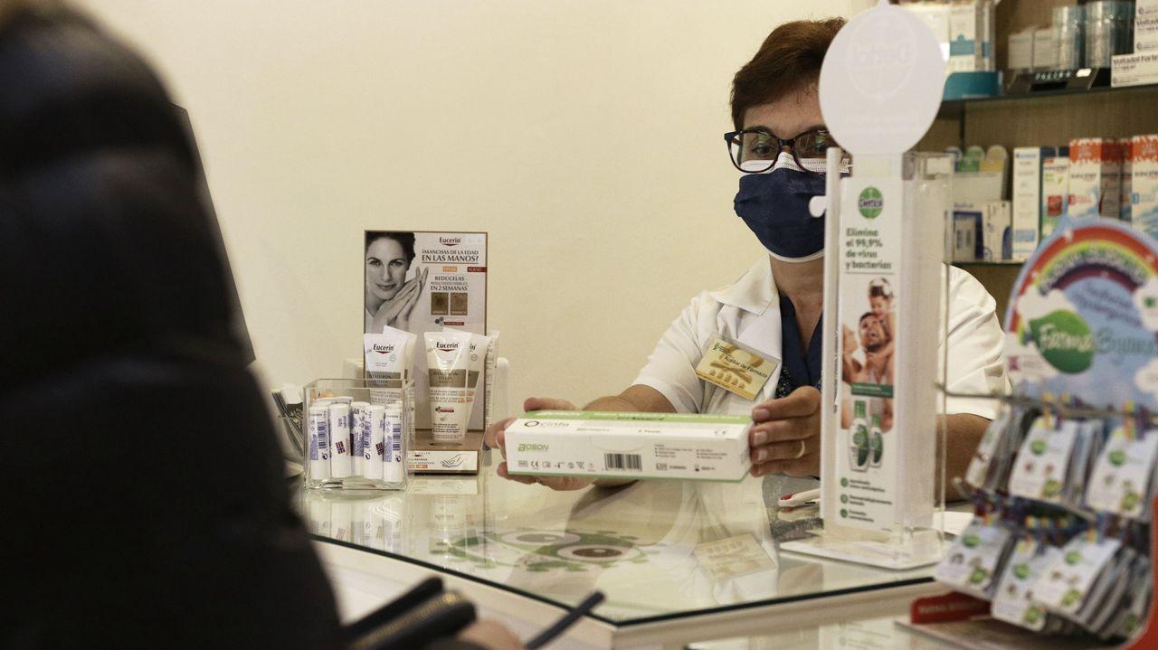 Unas veinte farmacias de la ciudad de Ourense se han suscrito al convenio con la Xunta