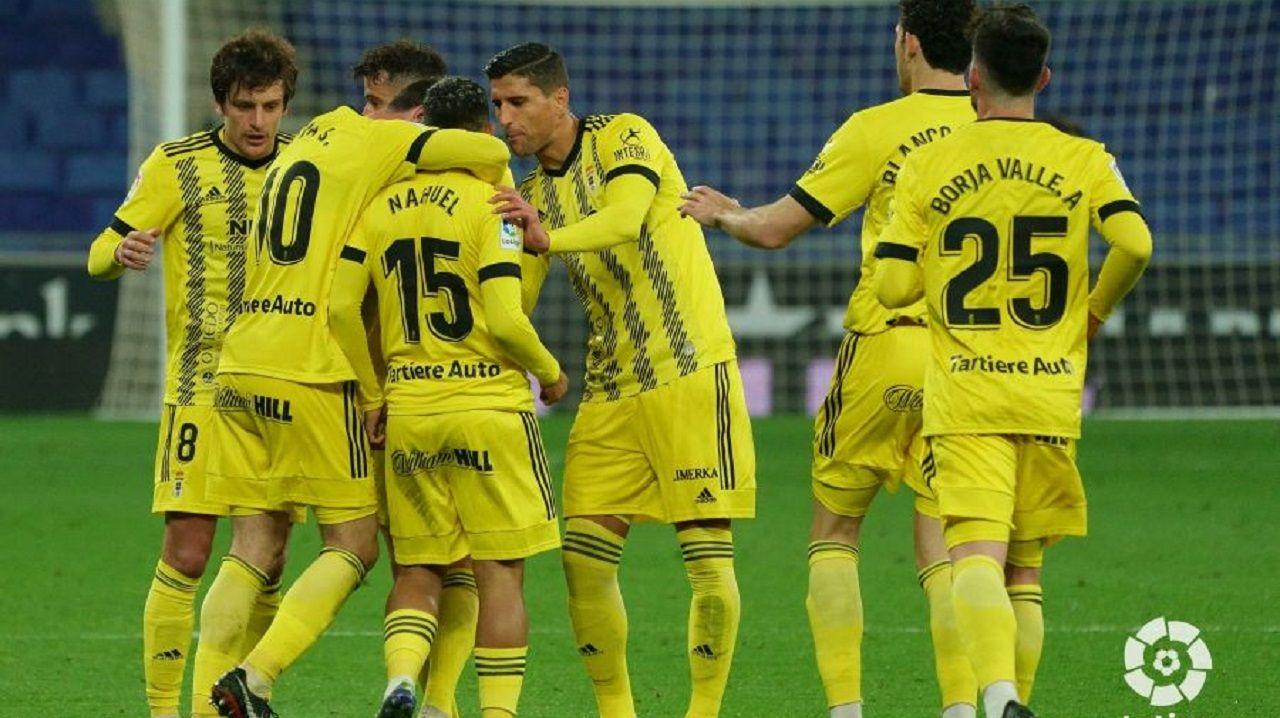 Los jugadores del Oviedo celebran el gol de Nahuel al Espanyol