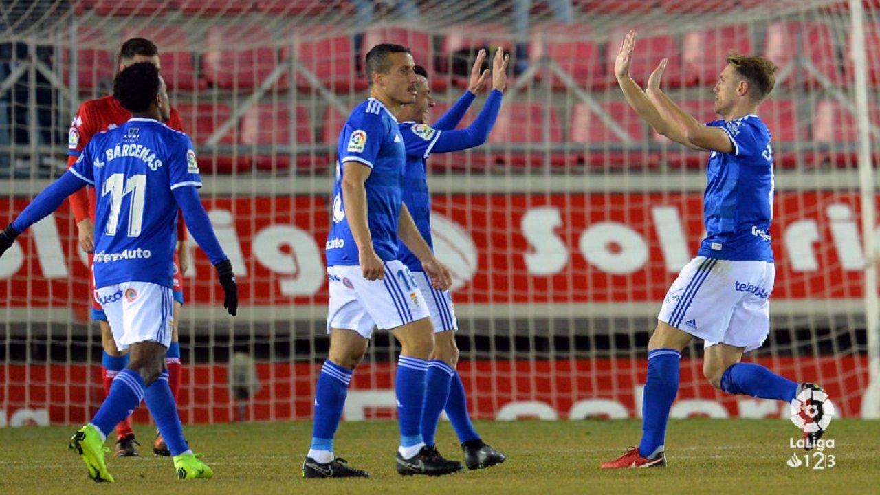 Carlos Hernández celebra con Tejera el 1-2 al Numancia