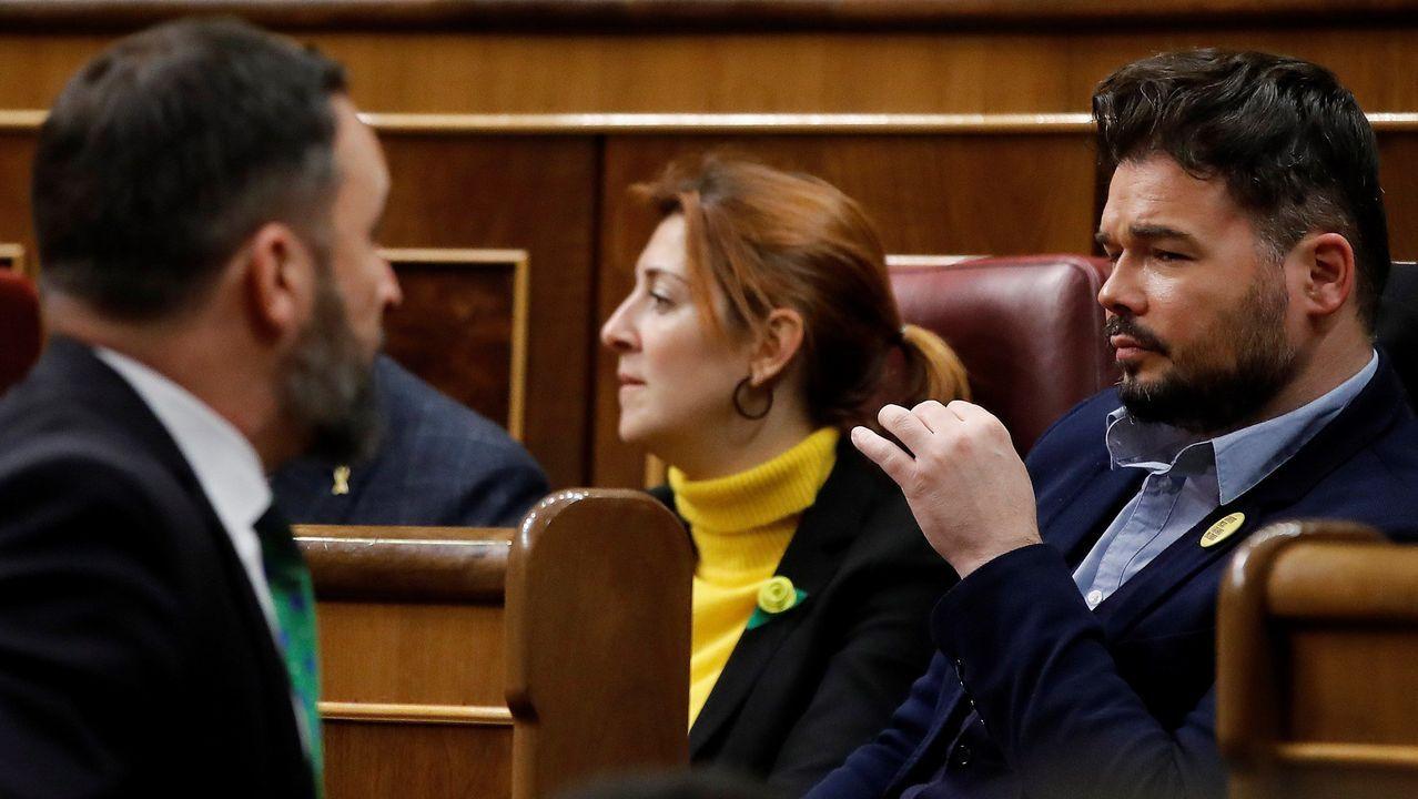 Asturias se reivindica en Fitur.La bancada socialista aplaude a Pedro Sánchez durante la sesión del domingo