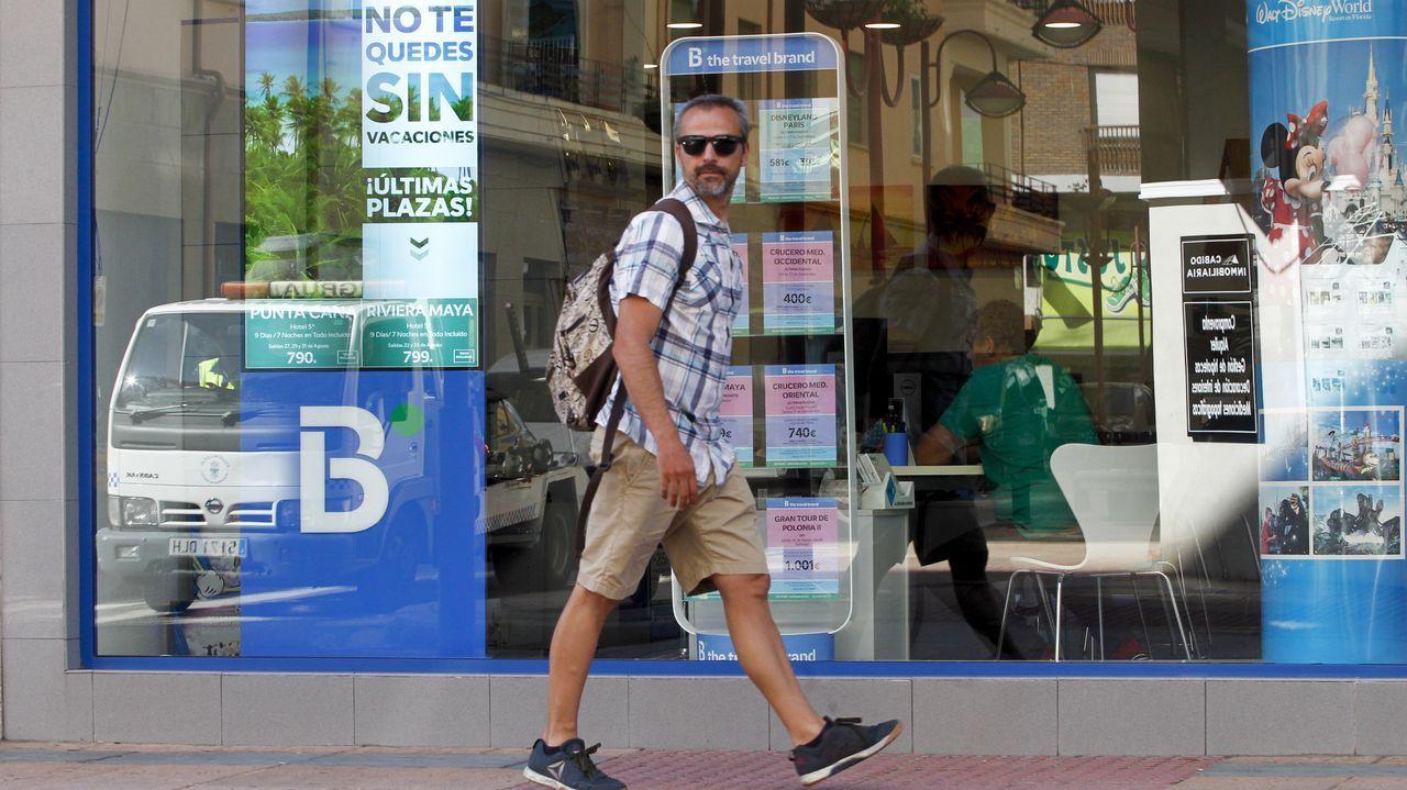 El Braemar, en A Coruña.Silvia Pérez en el aeropuerto de Lavacolla con la máquina de diálisis que no le permitieron meter en cabina por la mañana