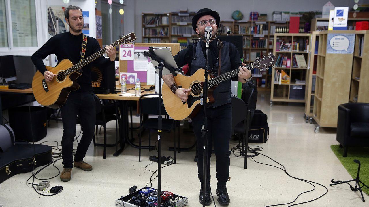 Rober Pier lleva su música inclusiva a los Salesianos.En la escuela infantil Bonecos de Vilagarcía la temática fueron las profesiones
