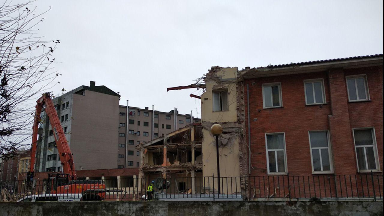 Derribo de la antigua sede de Servicios Sociales en la calle General Elorza.