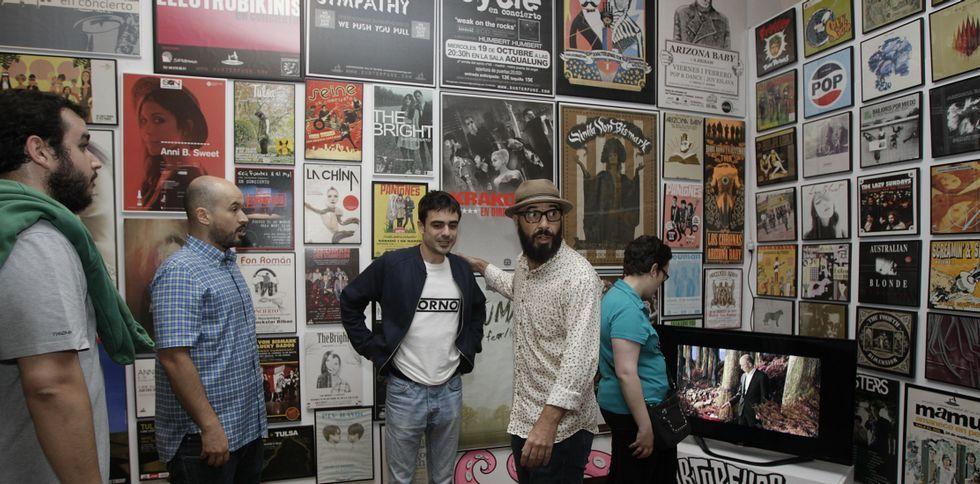 La exposición cuenta la evolución del sello discográfico que representó a grandes bandas «indie».