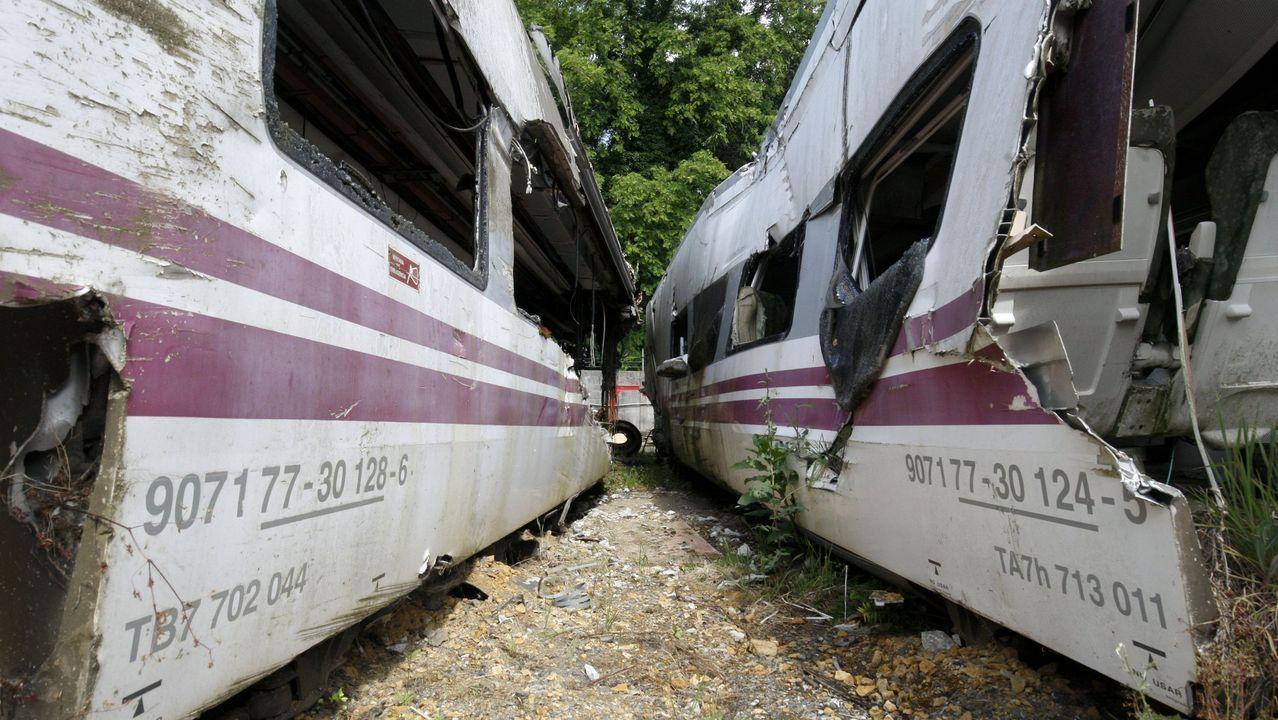 Imagen de archivo de dos de los vagones del Alvia siniestrado en Angrois