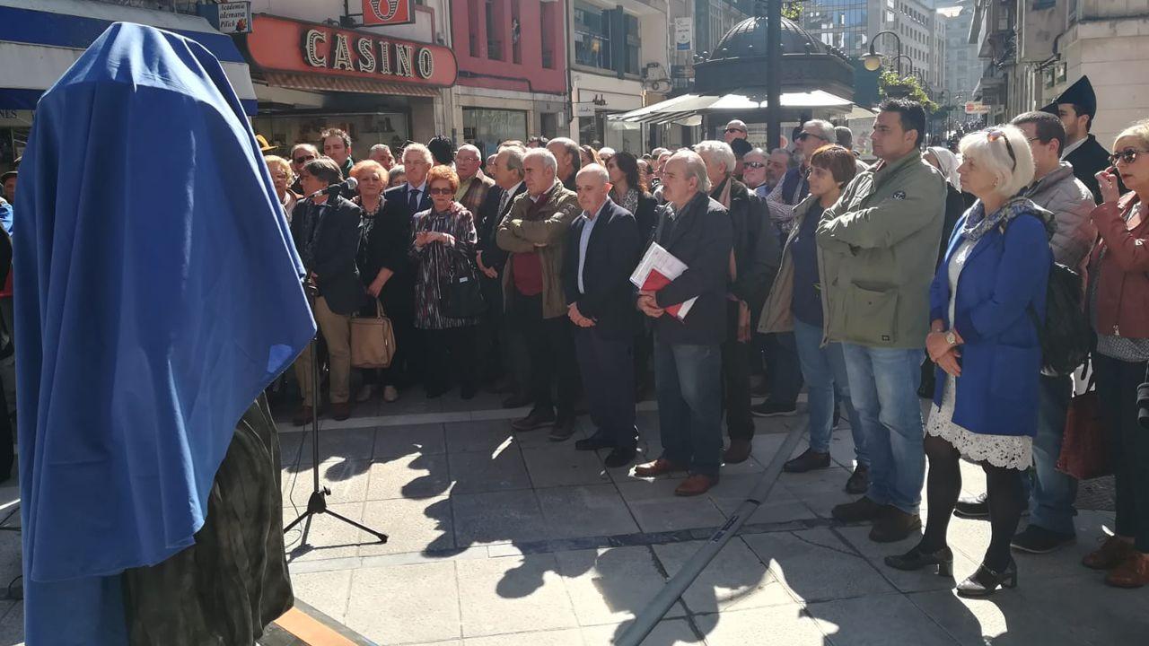 Acto de inauguración de la estatua en homenaje a Tino Casal en Oviedo