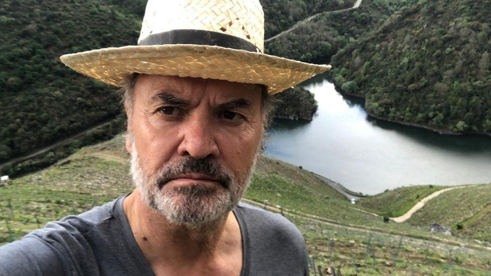 Maroto explica las medidas desplegadas en Asturias.Fernando González, en sus viñedos de la ribera de Doade, con el Sil al fondo