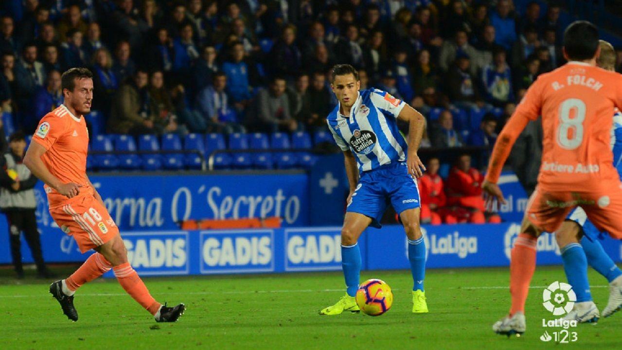 Christian Fernandez Folch David Simon Deportivo Real Oviedo Riazor.Christian vigila un ataque de David Simón