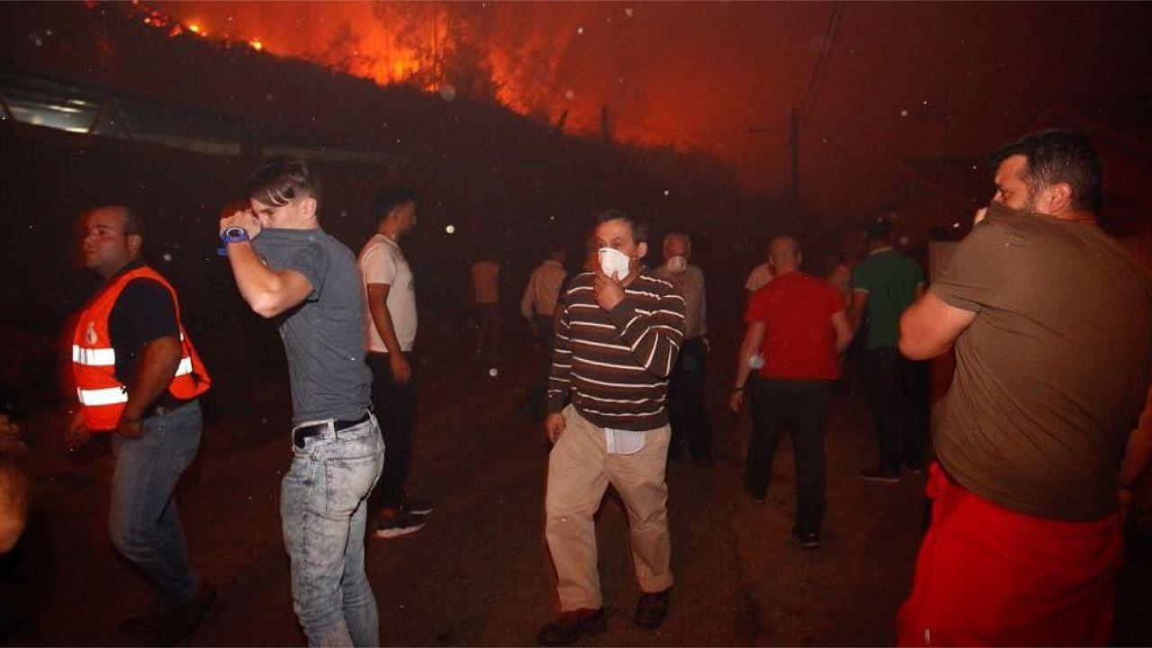El fuego devora Xiabre y Armenteira