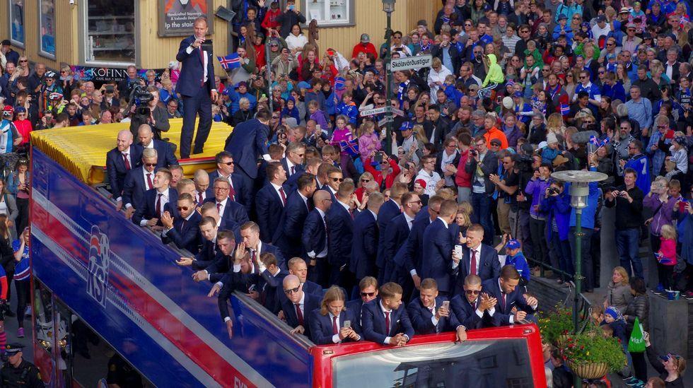 Islandia recibe a su selección con honores de héroes.Cristiano cabecea el 1-0 para Portugal