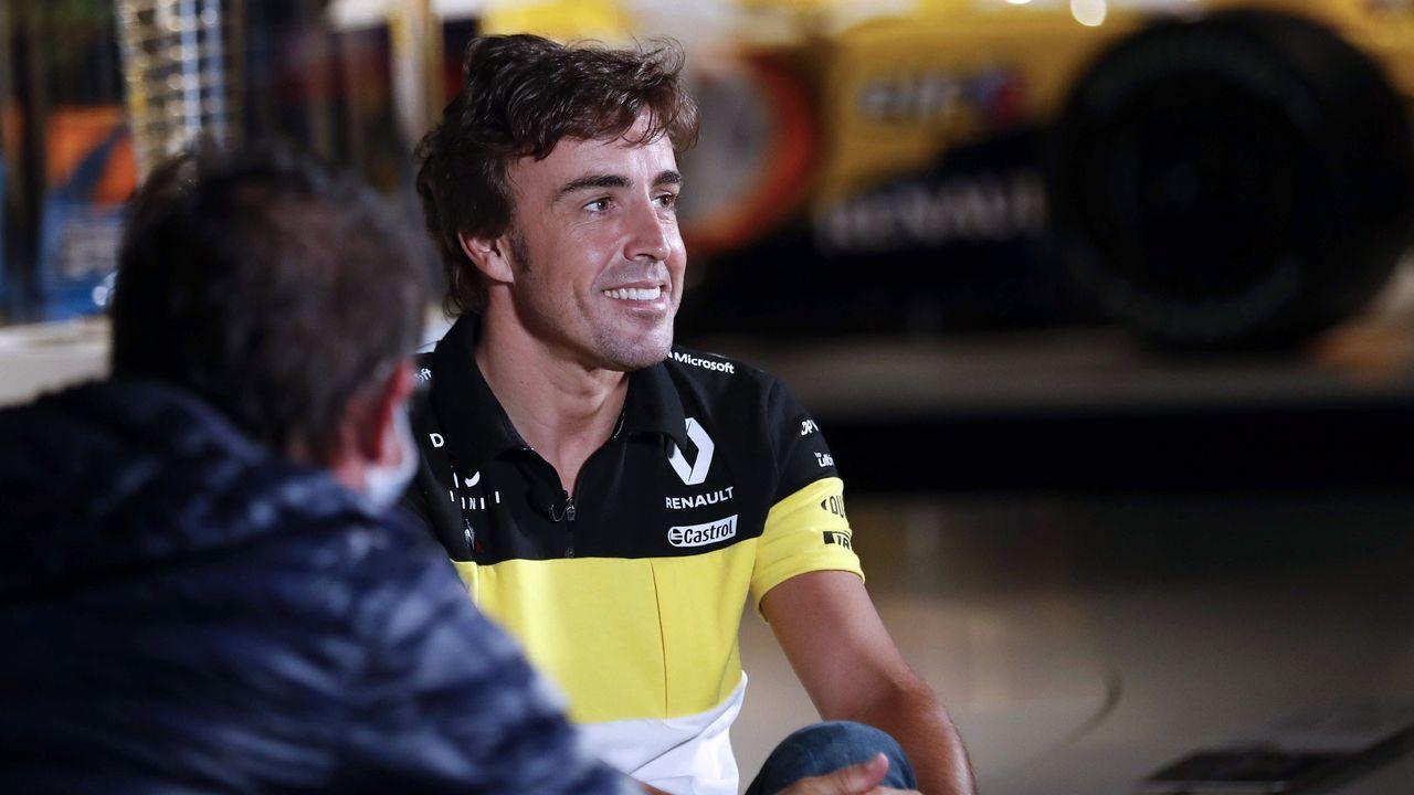 Las carreteras más bonitas de España.El piloto Fernando Alonso este miércoles en la grabación de un documental en el museo que tiene en el municipio asturiano de Llanera