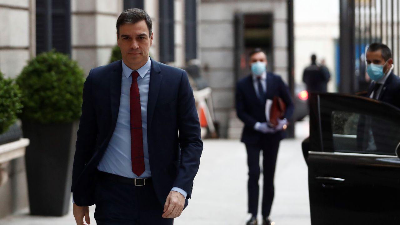 La distancia entre Gobierno y oposición se escenifica en el Congreso.Pedro Sánchez llegando al Congreso