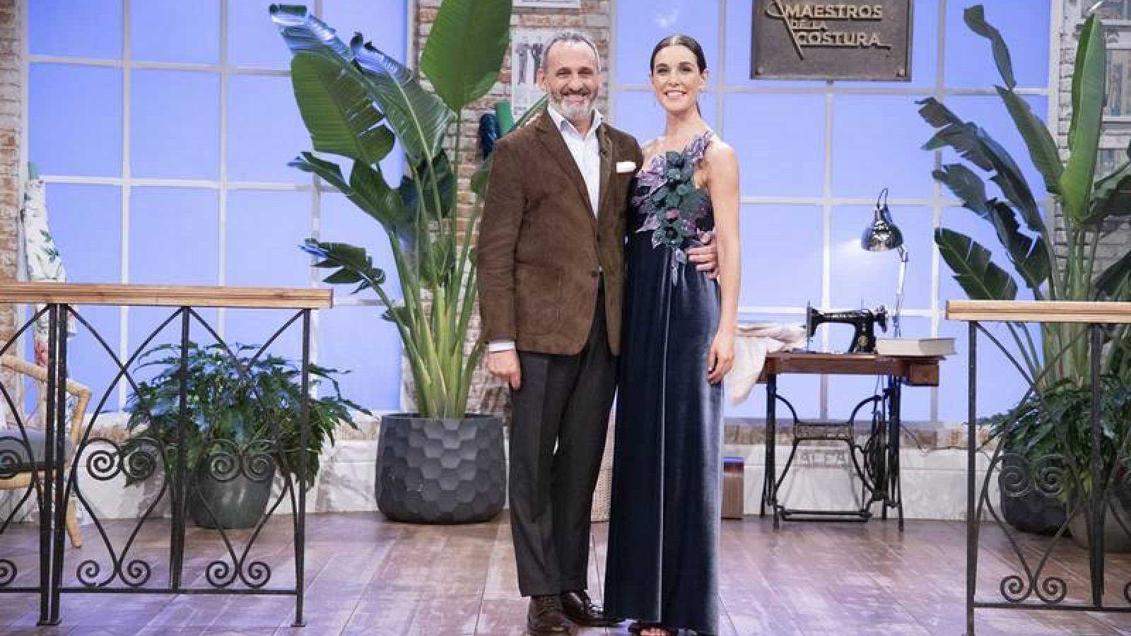 El diseñador Marcos Luengo con Raquel Sánchez Silva
