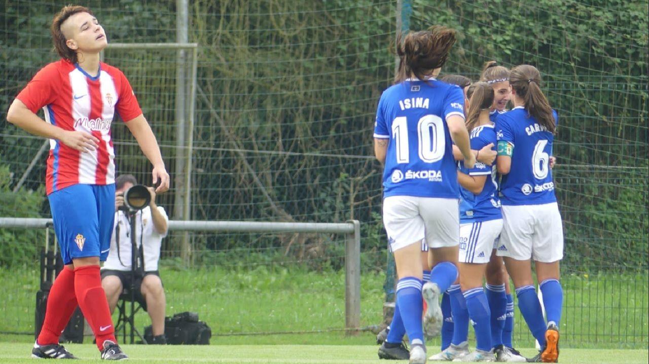 Gol Carol Gonzalez Real Oviedo Femenino Sporting derbi Requexon.Las azules celebran el gol de Carol González ante el Sporting en la 18/19