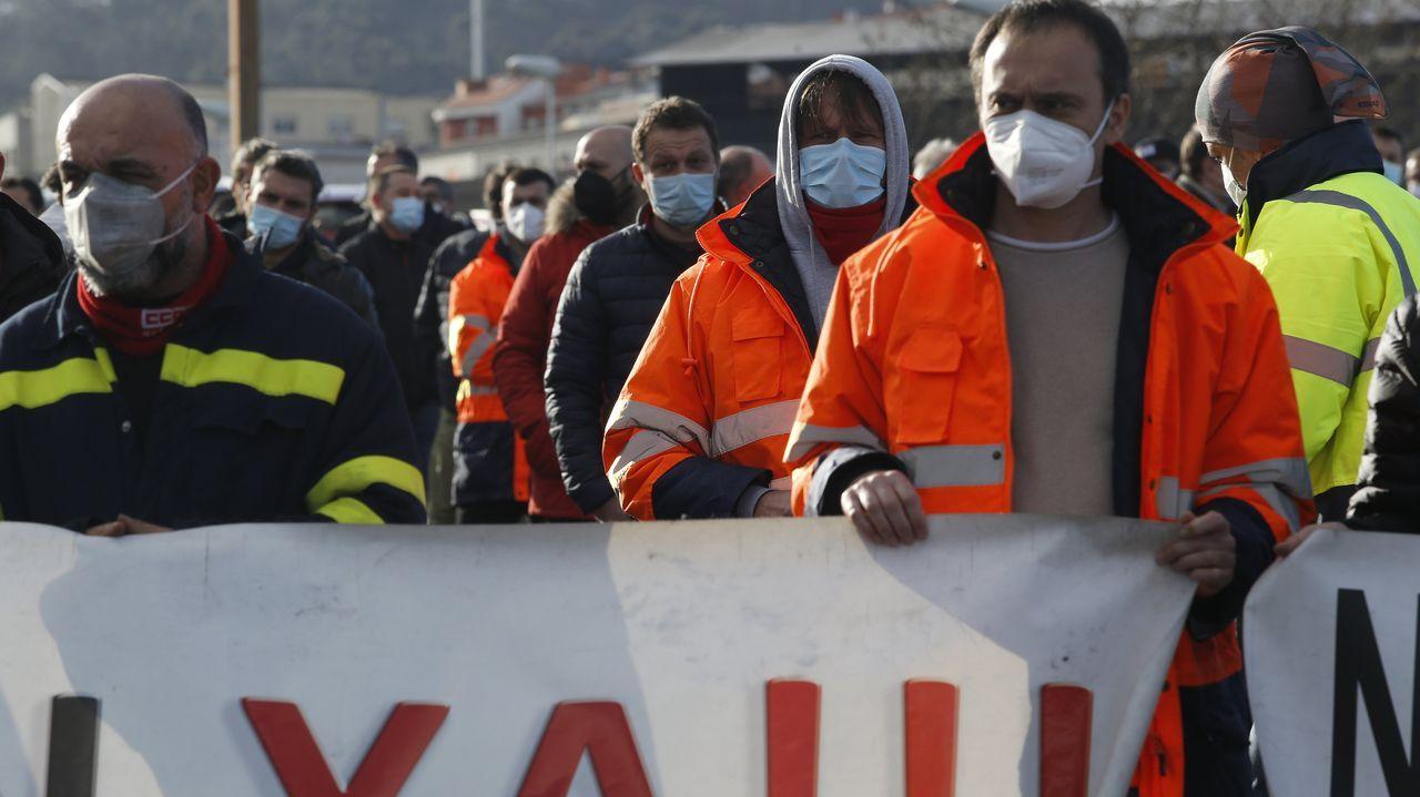 Imagen tomada durante una manifestación celebrada en Burela para rechazar los 534 despidos anunciados por Alcoa para la fábrica de San Cibrao