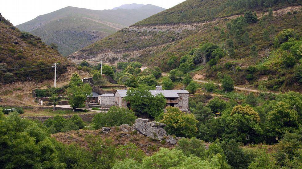 La antigua ferrería de Rugando, convertida en hospedaje de turismo rural, se encuentra al final del llamado Camiño Ferradal, en Quiroga