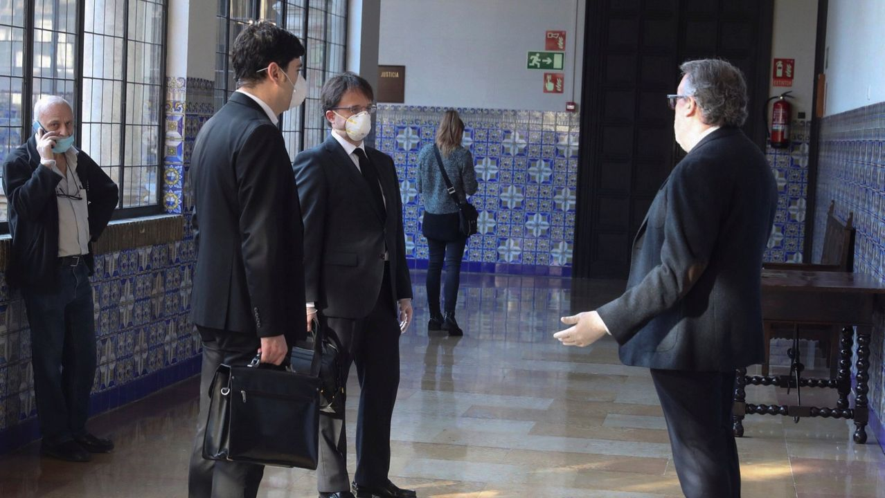 Abogados del acusado del asesinato de Delicias, en Zaragoza, antes de una vista judicial