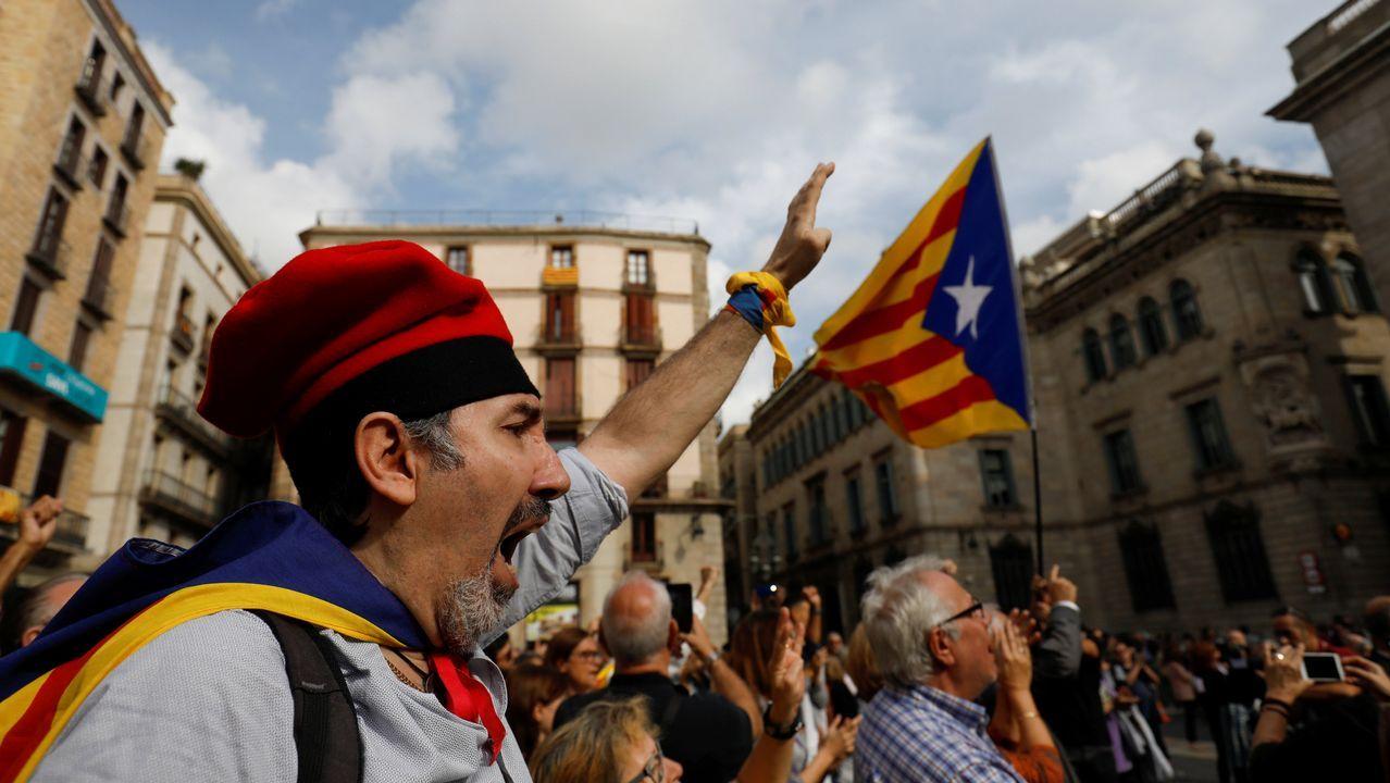 Manifestación en la plaza de Sant Jaume de Barcelona.