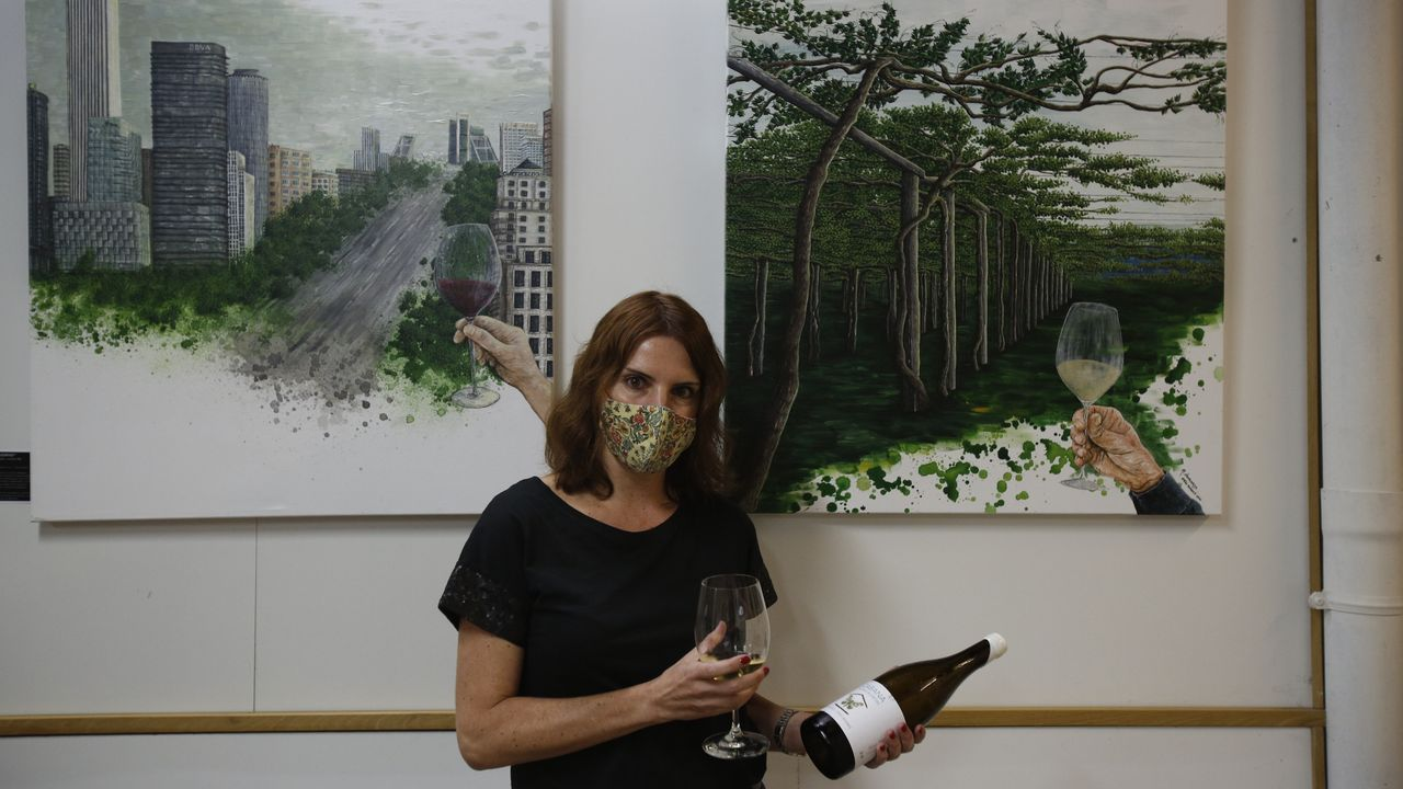 Margarita Domarco expone en Bomoble pinturas inspiradas en viñedos de denominaciones de origen