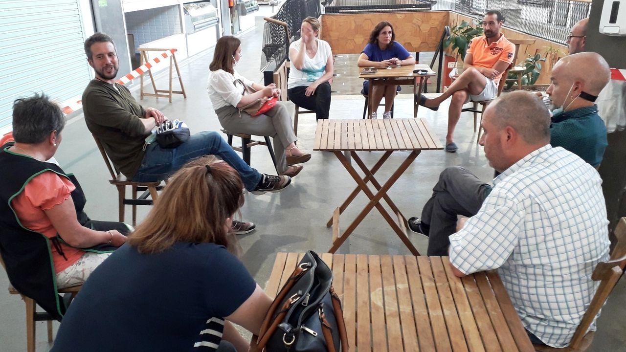 Reunión de ediles del BNG con los comerciantes de la Praza y del Mercado para hablar de la peatonalización de Quiroga Ballesteros
