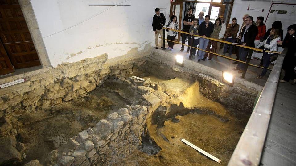 El MusarqOurense (Museo Arqueolóxico provincial de Ourense) acoge piezas desde la Prehistoria hasta la Edad Media.