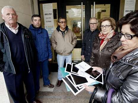 La defensa recurrirá la imputación.Una de las protestas de los emigrantes retornados en Foz.