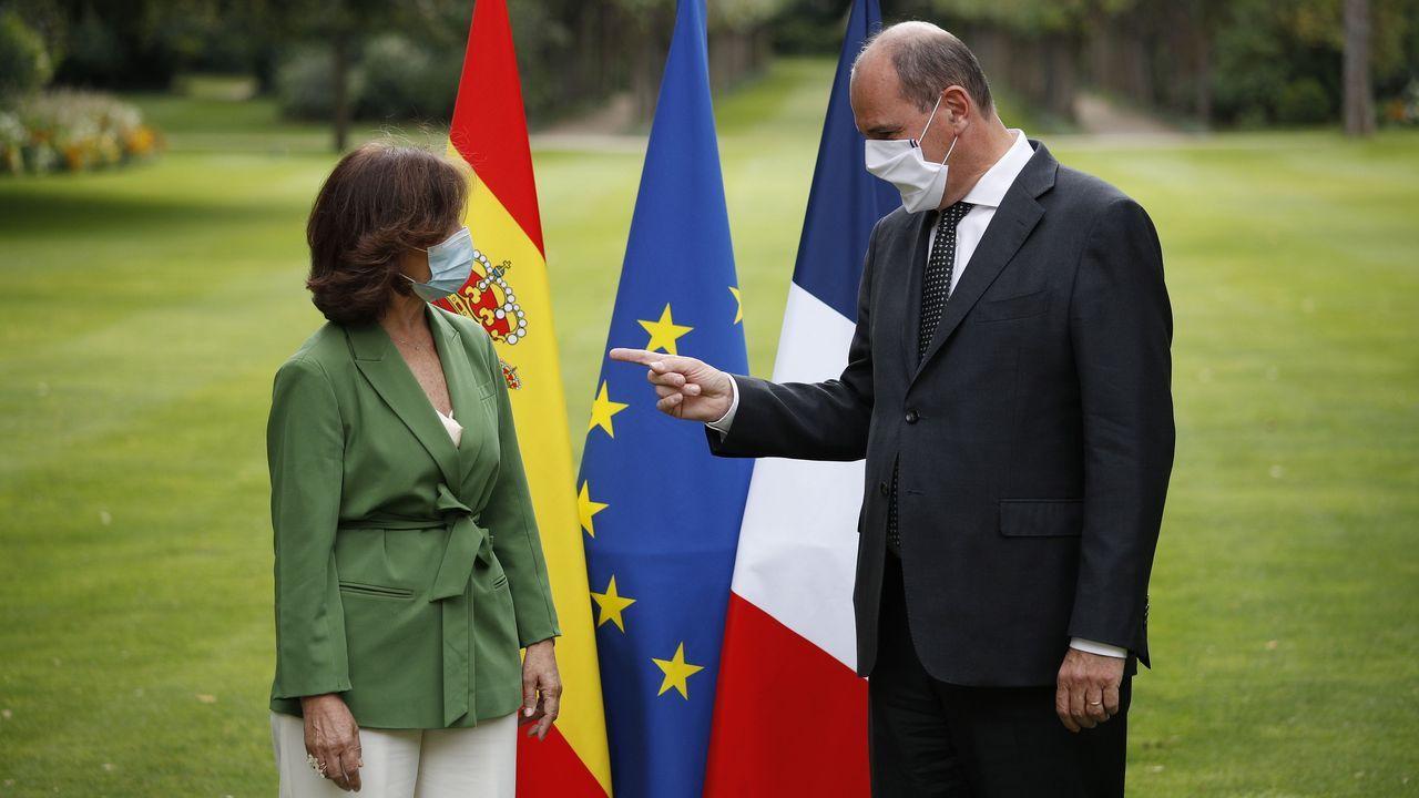 Carmen Calvo, ayer en París con el primer ministro francés, Jean Castex, dijo que el Gobierno está a disposición del Congreso si este decide que Iglesias dé explicaciones por la imputación de Podemos