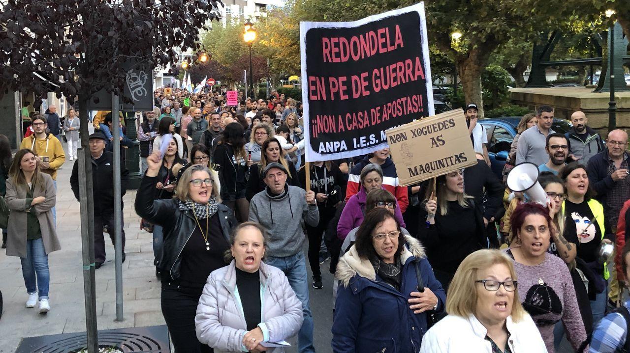 Manifestación contra casa de apuestas en Redobdela.La carretera que une Folgoso do Courel con Quiroga fue uno de los viales afectados por las nevadas