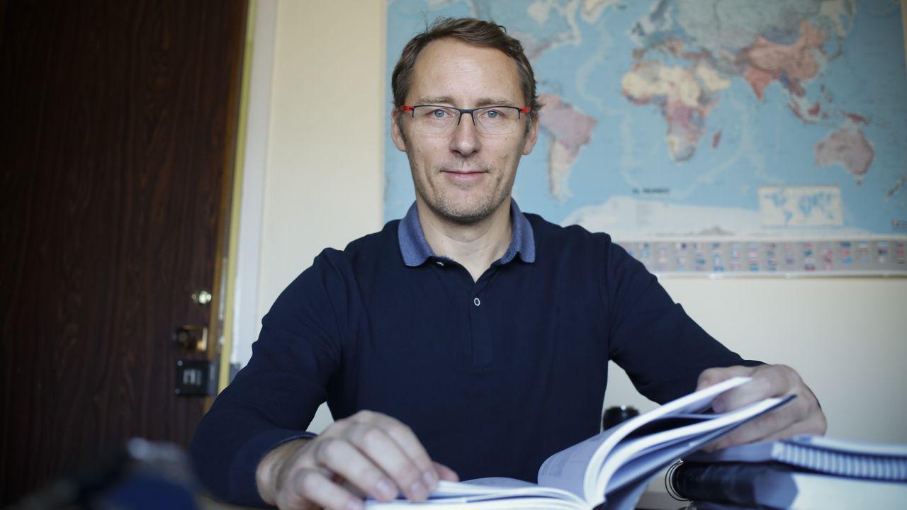 Javier González es el director general de Cenor