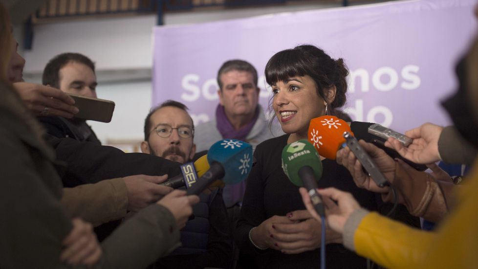 Errejón pide no distraer el debate en Podemos con el enfrentamiento de caras.Echenique en un acto junto a Teresa Rodríguez en Córdoba