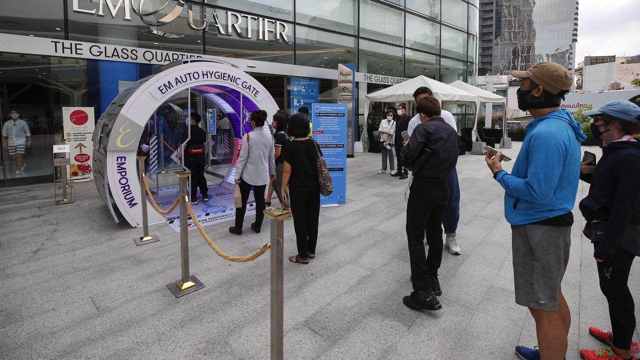 Tanto a la hora de acceder a los centros comerciales de Tailandia, como en el interior, los clientes deben respetar la distancia social
