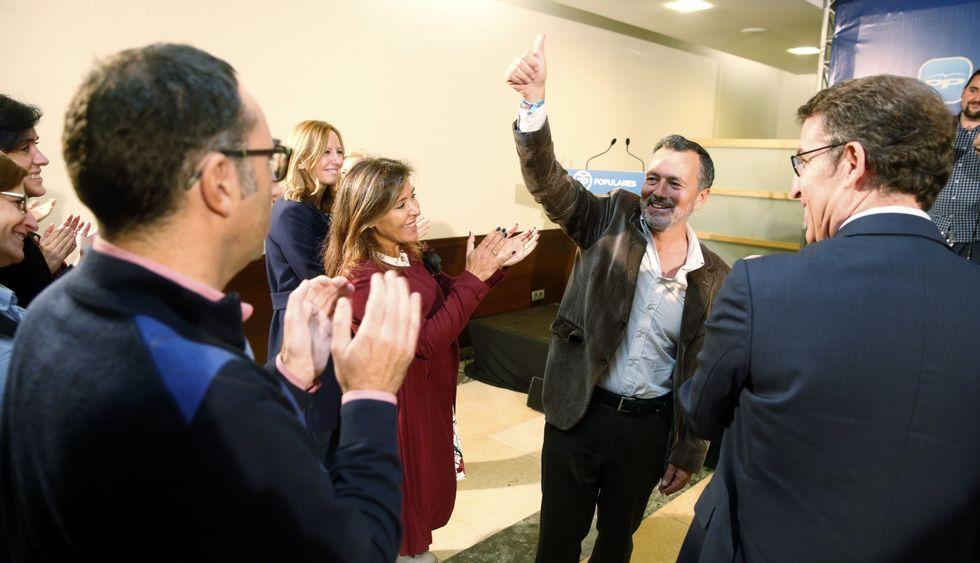 Agustín Hernández estuvo arropado por el presidente del PPdeG, Alberto Núñez Feijoo.