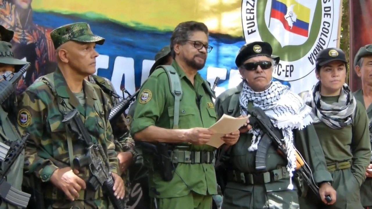 Iván Márquez, que llevaba desaparecido un año, aparece junto a varios excomandantes, entre ellos Jesús Santrich, que escapó de sus escoltas a finales de junio mientras  esperaba ser juzgado por narcotráfico