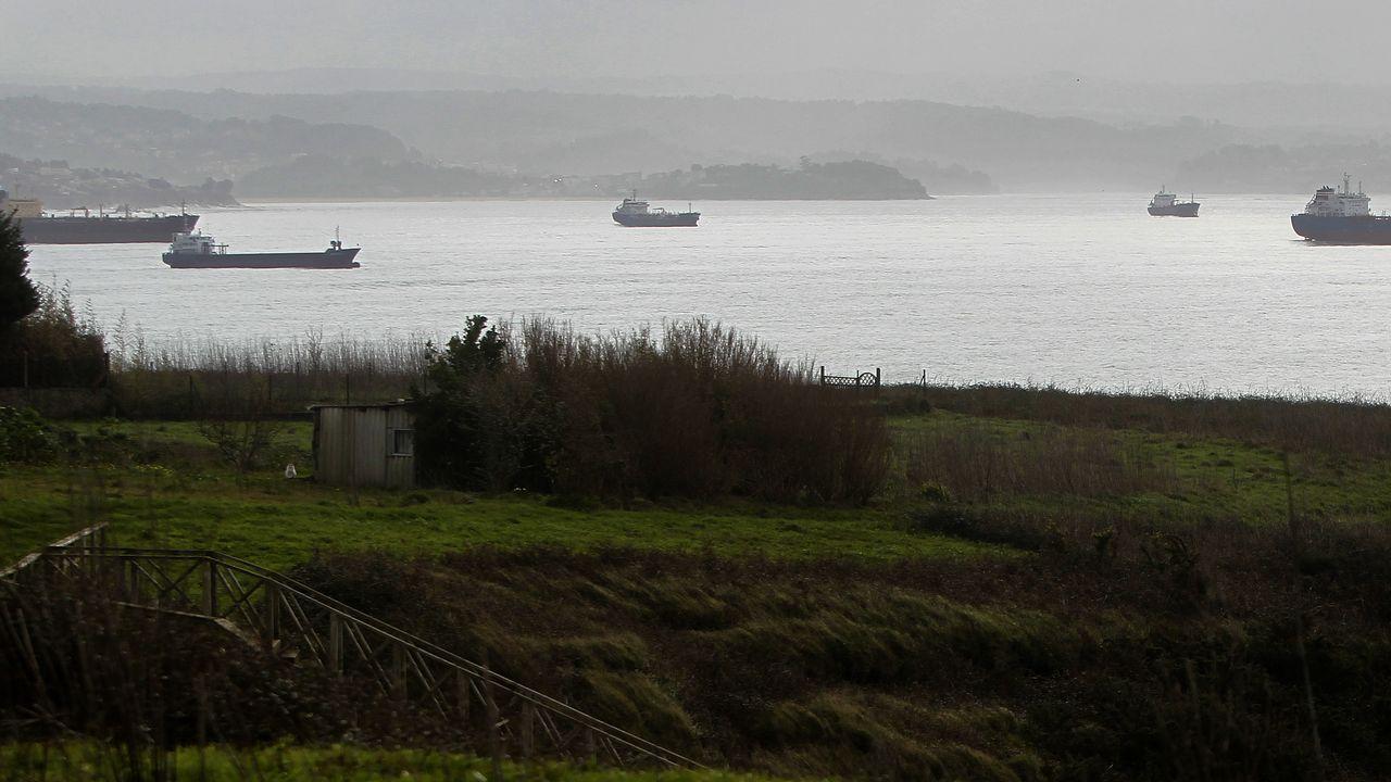Barcos fondeados en la ría de Ares
