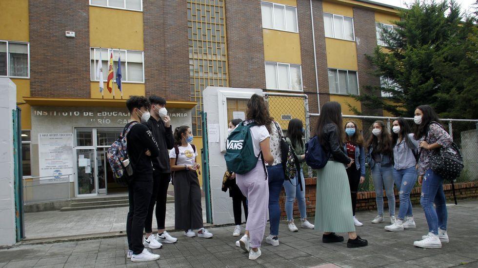 Estudiantes del instituto de enseñanza secundaria Río Cabe, a finales del curso pasado