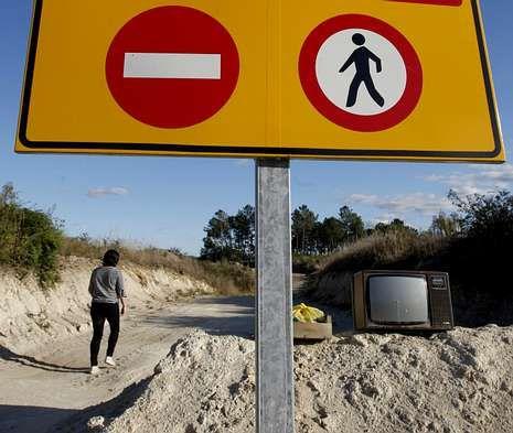 <span lang= es-es >Parada desde el 2010</span>. Fotografía de las obras paralizadas de la autovía Lugo-Ourense en el municipio de Carballedo. La imagen es del 2011, un año después de que los trabajos se detuviesen.