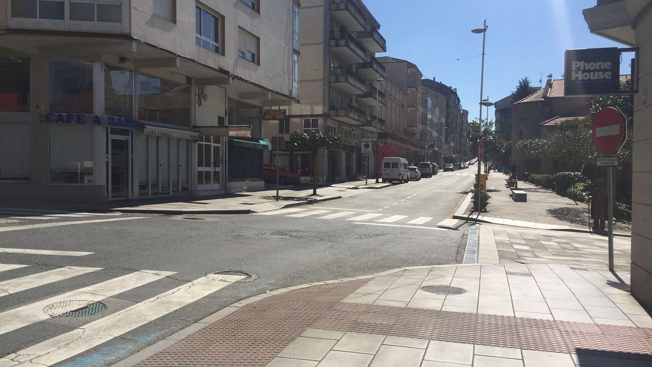 Calle Luis Gonzalez Taboada desierta en el primer dia de estado de alarma en Lalín