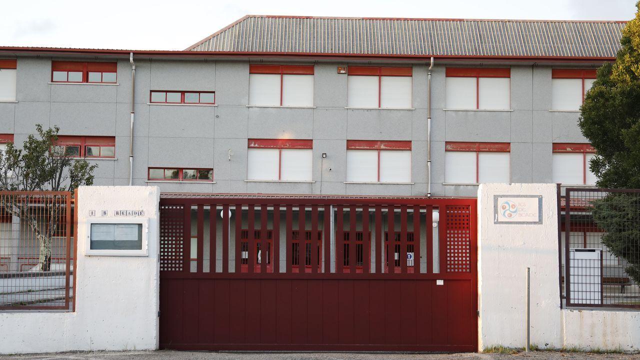 ¿Cómo podrá salir reforzado de la pandemia el sector del vino en Galicia?.Fachada lateral del Bar Lugo, pegado a la Porta de San Pedro